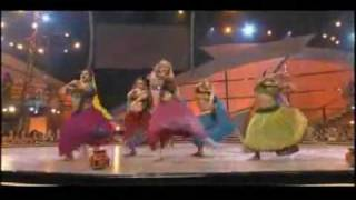 Rangeelo maro dholna - American girls - Indian performance