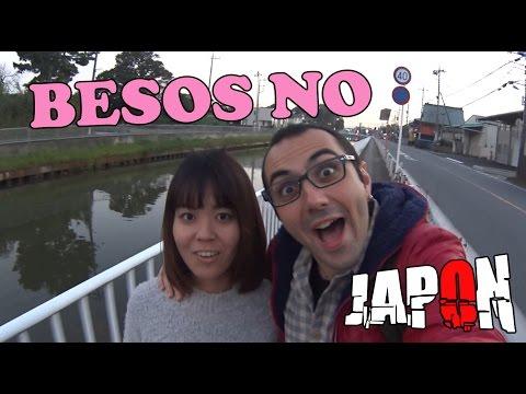 ¿Las japonesas NO BESAN en público?