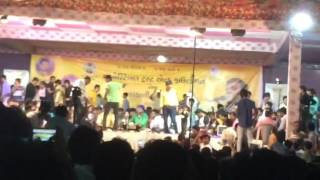 Stage breaks at kirtidan gadhvi's program !!