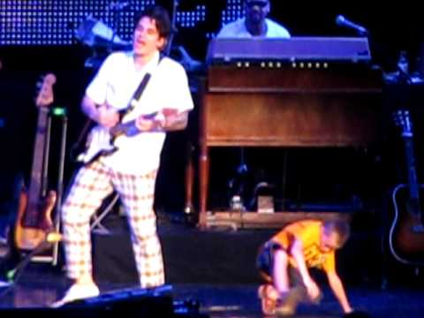 7 year old boy dancing with John Mayer 7/21/10