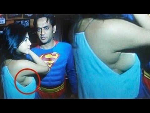 Ekta Kapoor Hot Sideboob Exposed At Vikas Gupta Birthday Party