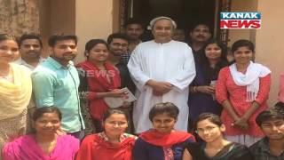 CM Naveen Patnaik Poses For Selfie With OUAT Students