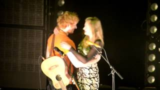 Ed Sheeran Brings Girl Up On Stage at Melbourne Show, Australia