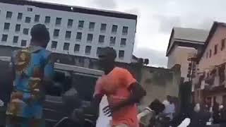 Fans struggle as Wizkid throws money on a street in Lagos