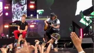 Justin Bieber- Die In Your Arms Live in MTV World Stage 2012