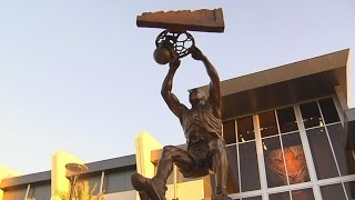 Wolves weigh in on Shaq as statue unveiled
