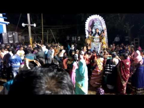 Boudi der dance joghodarti thakur bisorjon dance.  rajhati (khanakul / hooghly)