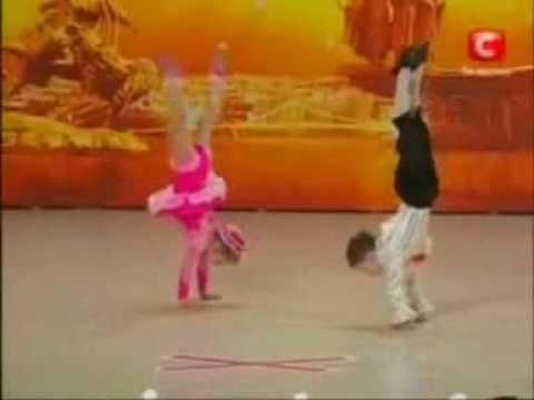 Niños bailando impresionantes
