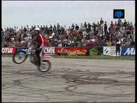 campeão de manobras de moto