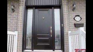 Portes d'entrée façade de maison. Front doors.