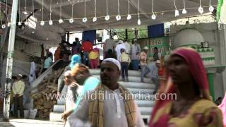 Devotees carry 'Chaadar' to offer at Ajmer Sharif Dargah, Rajasthan