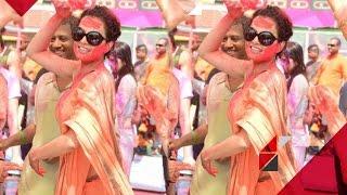 Kangana Ranaut's Holi dance | Bollywood News