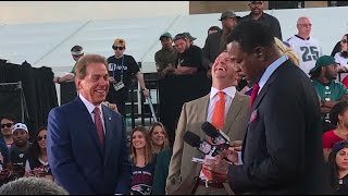 Nick Saban laughs with Dabo Swinney, gets heckled by Eagles fans