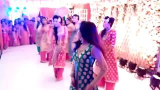 Girls dancing on wedding with Otilia-Bilionera song