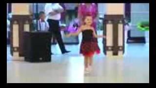 طفلة ترقص واي واي الشابة سعاد روع 👍