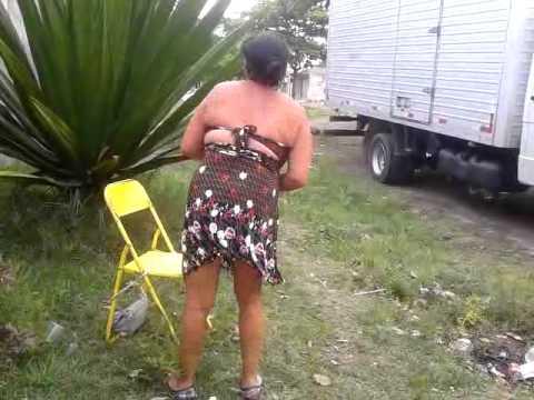 gostosa dançando quadradinho do bum bum