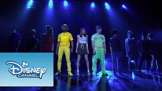 "Violetta y elenco cantan ""Ser Mejor"" | Violetta Show Final"