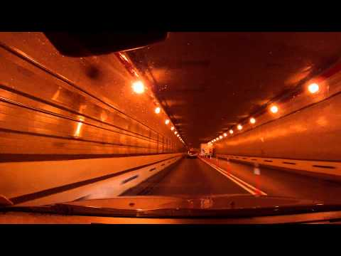 EXTREMELY LOUD BMW M5 Riding Through The Midtown Tunnel