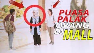 GILA PUASA PALAK ORANG DI MALL - PRANK INDONESIA