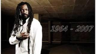 Lucky Dube - Reggae Strong (lyrics)
