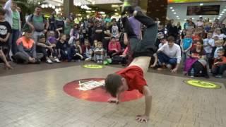 Kid vs Pro Dancer! AWESOME BreakDance Battle! Who Wins?