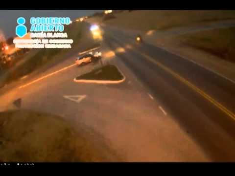 Fuerte choque entre una moto y un camión