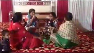 কীর্তনের স্টাইলে শুনুন 'ডিজে বালা বাবু মেরা গানা বাজা দো'