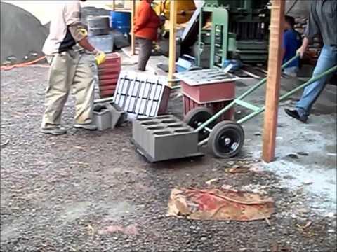 Máquina para fabricar blocos de concreto COLEVATTI
