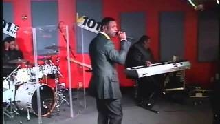 Keith Sweat performing