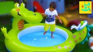 БАССЕЙН Детский надувной КРОКОДИЛ...!!! Егорка ИгРаЕт с ПаПоЙ...!!! Надувает Водой ШАРИКИ...!!!