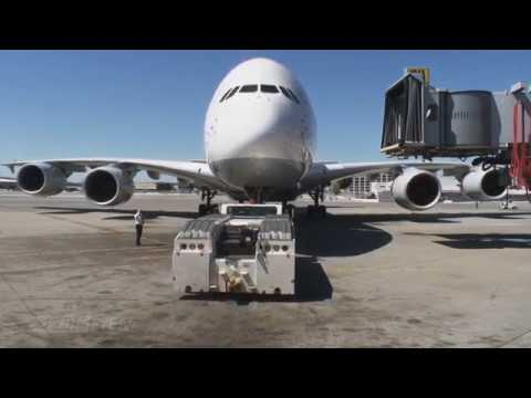 Pilotseye.tv - Lufthansa Airbus A380 - Departure from San Francisco [English Subtitles]