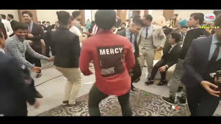 رقص شباب عراقين موطبيعي في حفل تخرج 2017