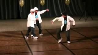 3 kid robot dance - awesome