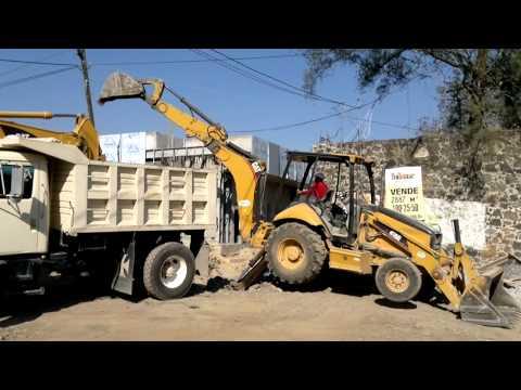 excavadora y retroexcavadora gargando camion volteo