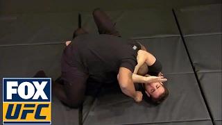 Daniel Cormier and Kenny Florian demonstrate the Ezekiel Choke | UFC TONIGHT