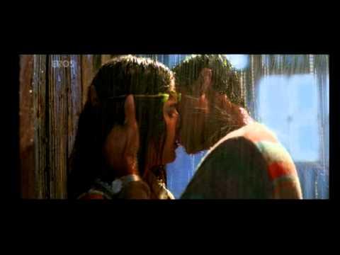 Purani Jeans rain kissing scene