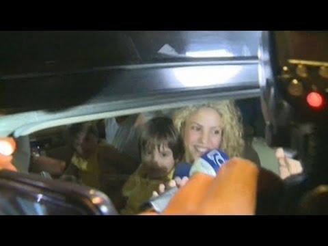 Xxx Mp4 Shakira Y Piqué Llegan Con Sus Hijos A Barranquilla 3gp Sex