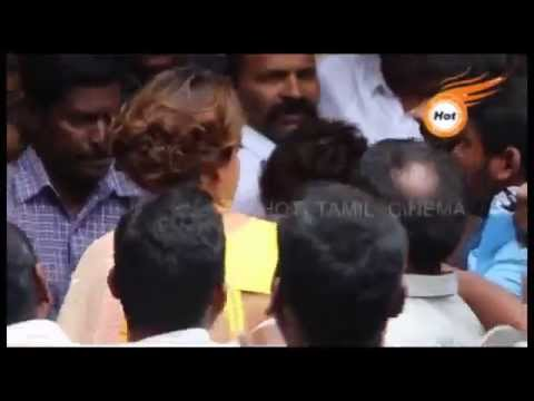 Actress KAJAL AGARWAL Harassed By FANS  Angry Kajal Slapped Almost