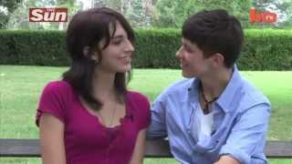 علاقة حب بين مراهقين.متحولين جنسياً