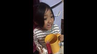 Viral gelagat anak bila makan ubat Drama Queen sangat si comel ni