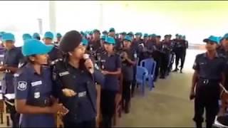 নারী পুলিশ সুপার চাঁদপুর নিজে গান গেয়ে নতুন পুলিশ সদস্যদের বরণ করে নিলেন।। BD Police Latest News