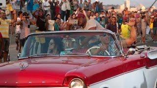 Vin Diesel y Michelle Rodriguez en descapotable por el Malecón