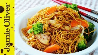 Stir Fry Chicken Noodles 鸡肉炒面   The Dumpling Sisters