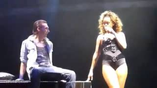 RIHANNA! 2016 Very hot scene with a lucky fan in LIVE CONCERT!