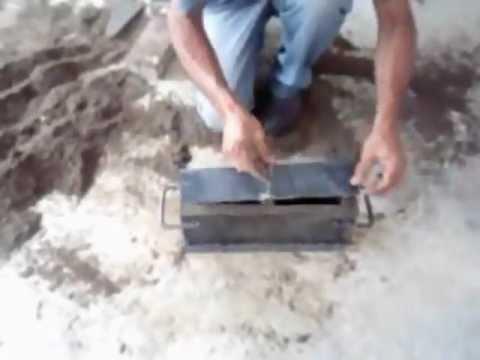 Forma manual simples de fazer blocos de 10 cimento