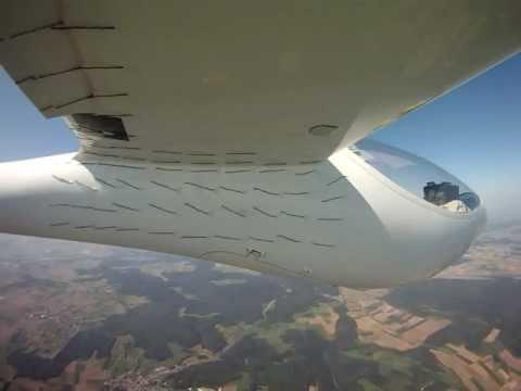 Wollfadenversuch SB 14 Flügelunterseite im Schiebeflug