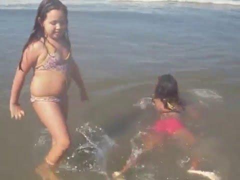 Mymy e Isa na praia