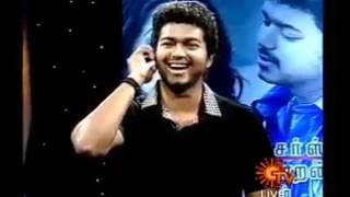 Awesome to watch..... Vijay daughter Saasha singing Vettaikaran song for Vijay in Tv Show