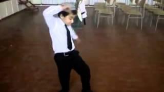 Turkmen boy: Funny dans