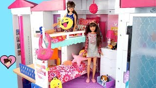 Barbie Twin Sisters Bunk Bed Morning Routine - Packing School Lunches!